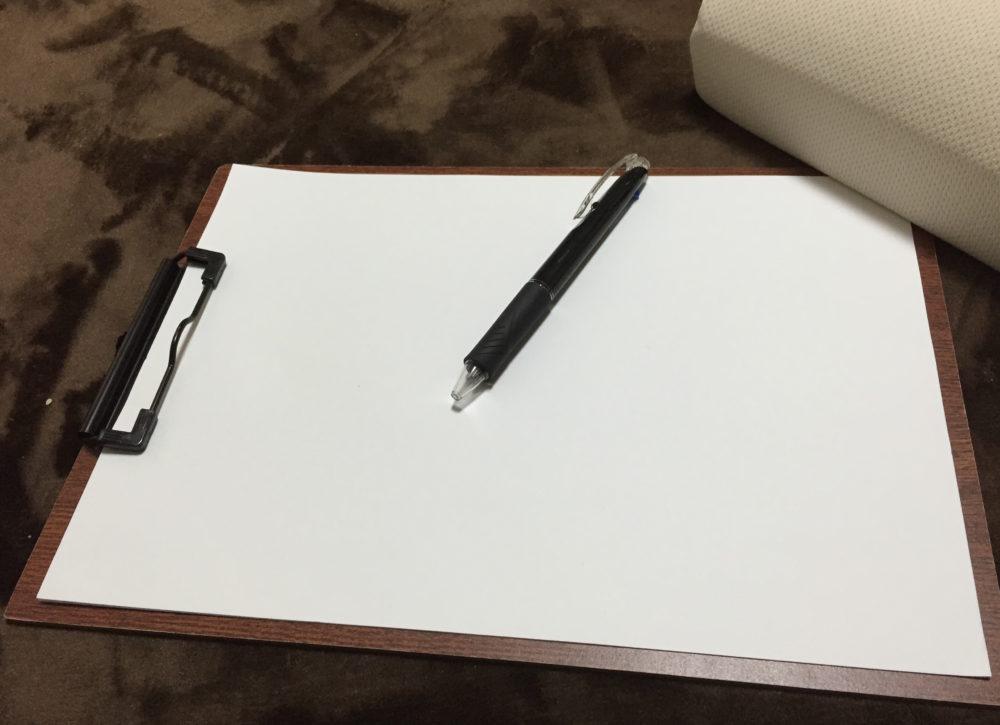 作文の書き方58 枕元には紙とペンを置こう。